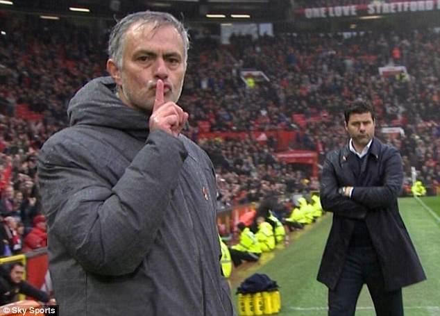 45C6D3BC00000578-0-Mourinho_put_a_finger_to_his_lips_and_hushed_his_critics_after_M-a-8_1509357410370.jpg.72cb8fd54dc4e8ba7b17e922882dde1b.jpg